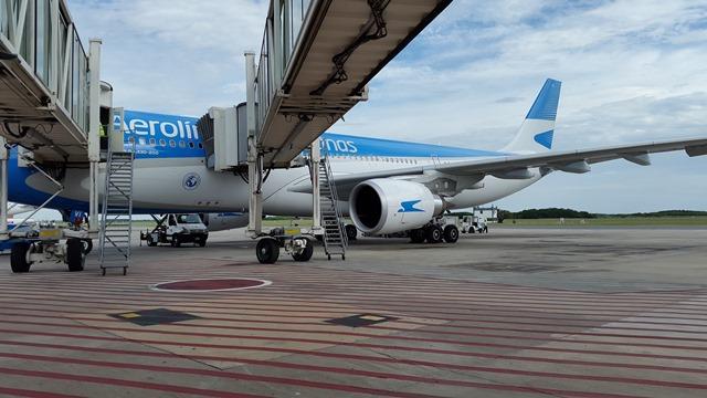 Aerolineas_Argentinas_Airbus_330_Aeropuerto_Ushuaia
