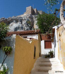 Barrio_Anafiotika_Hacia_Akropolis_Atenas_Grecia