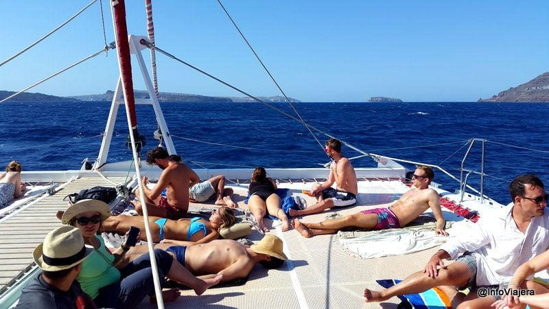 Cubierta_Paseo_Catamaran_Santorini_Grecia
