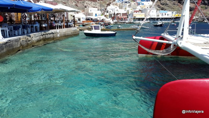 Puerto Ammoudi, al pie de Oia en el norte de Santorini, Grecia