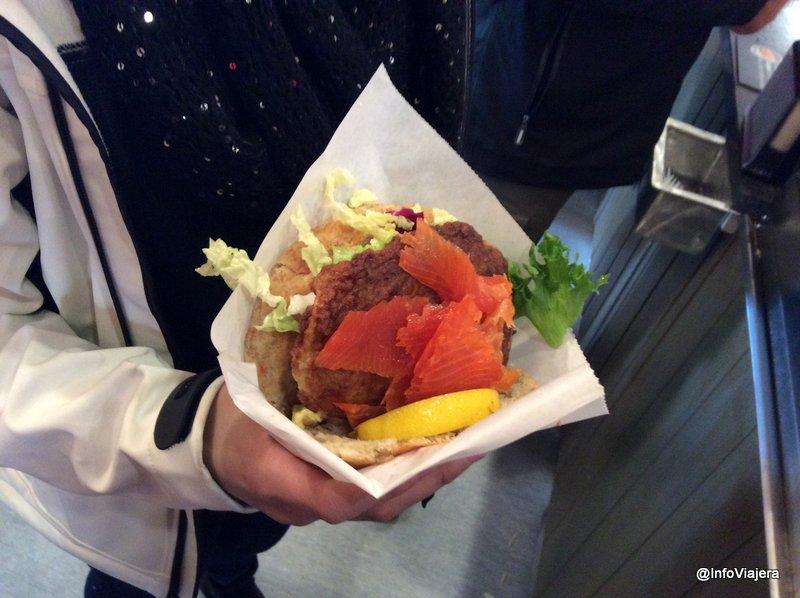 noruega_islas_lofoten_anitas_hamnoy_hamburguesa_pescado