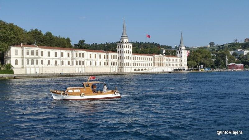 paseo_ferry_palacio_barquito_estambul_turquia